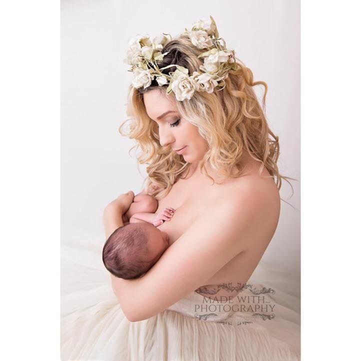 6 Reasons Breastfeeding Moms Post #Brelfies