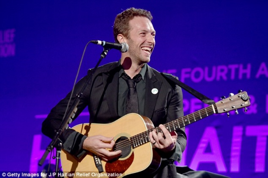 Chris Martin- impromptu performance