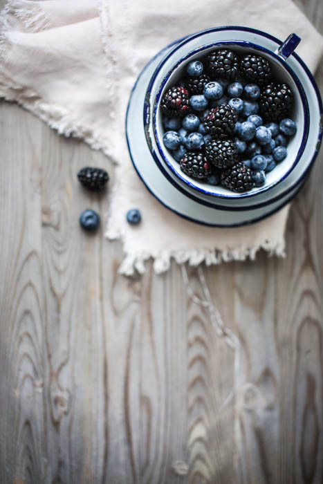 Des mûres et bluets, Blackberries and blueberries