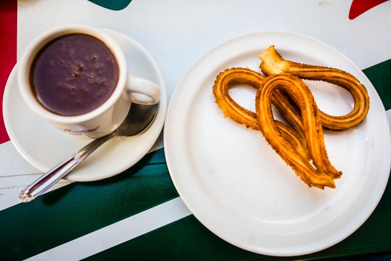 Churros and thick hot chocolate (chocolate caliente) at Café Madrid. Des churros avec un chocolat chaud épais (chocolate caliente) au café Madrid.