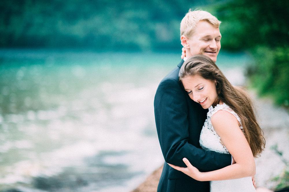 Liebevolle Brautpaar