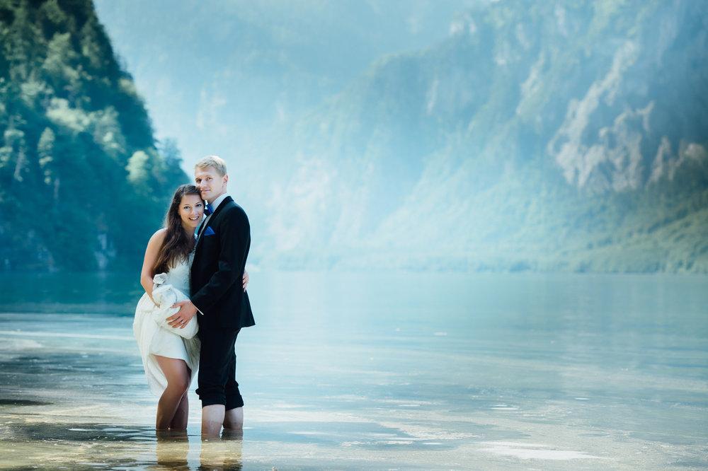 Brautpaarfotoshooting im Wasser.jpg
