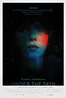 Título: Under the Skin  Director: Jonathan Glazer  Escritor: Walter Campbell  Cinematógrafo: Daniel Landin