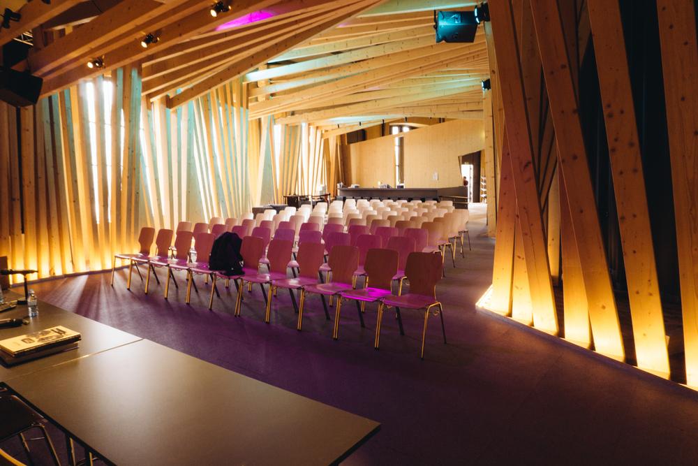 La sala del evento, con capacidad para cien personas.