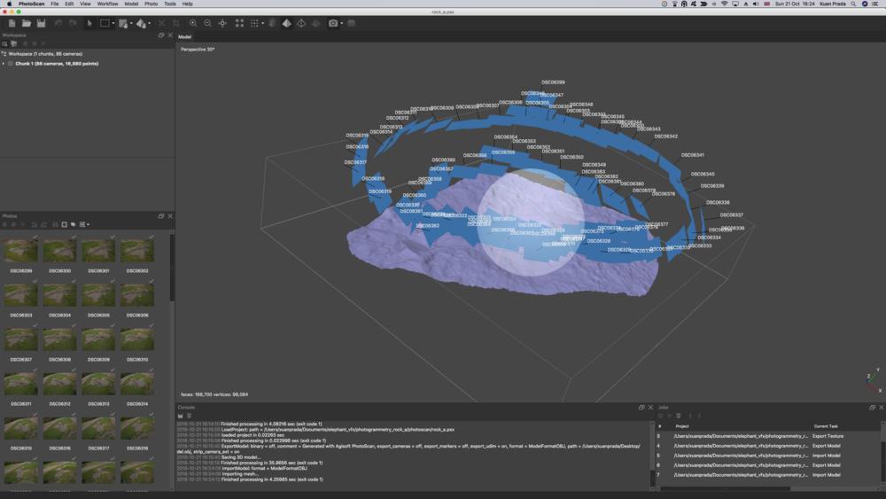 Desde el menú workflow, elegimos la opción build texture. Esta herramienta proyectará las fotografías originales en nuestro render mesh.
