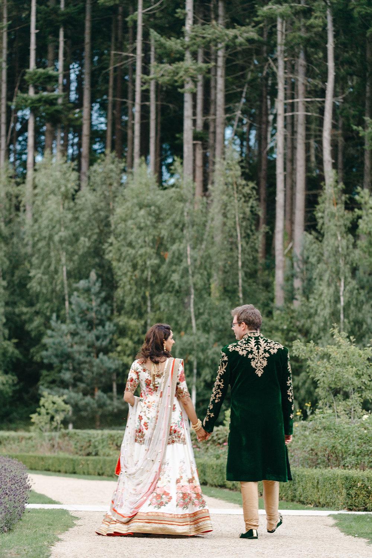 powerscourt-hotel-wedding-photographer-0150_0900.jpg