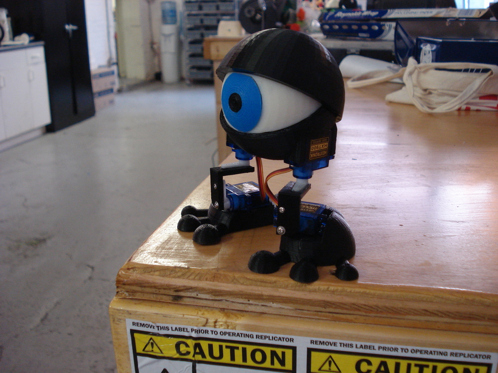 Minion is lonely.  The desk is so tall, he can't get down. Will you be his friend?  @makerbot   @makerfairekc