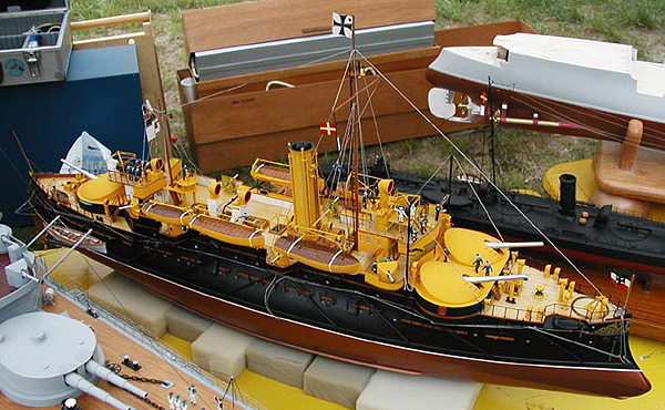 An awesome working model of the SMS Beowulf built by Häfner Reinhold