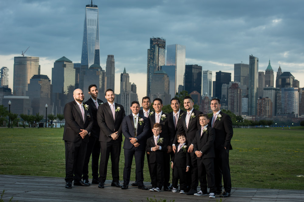 Stefy Hilmer Photography- groomsmen photo in front of the Manhattan skyline.jpg
