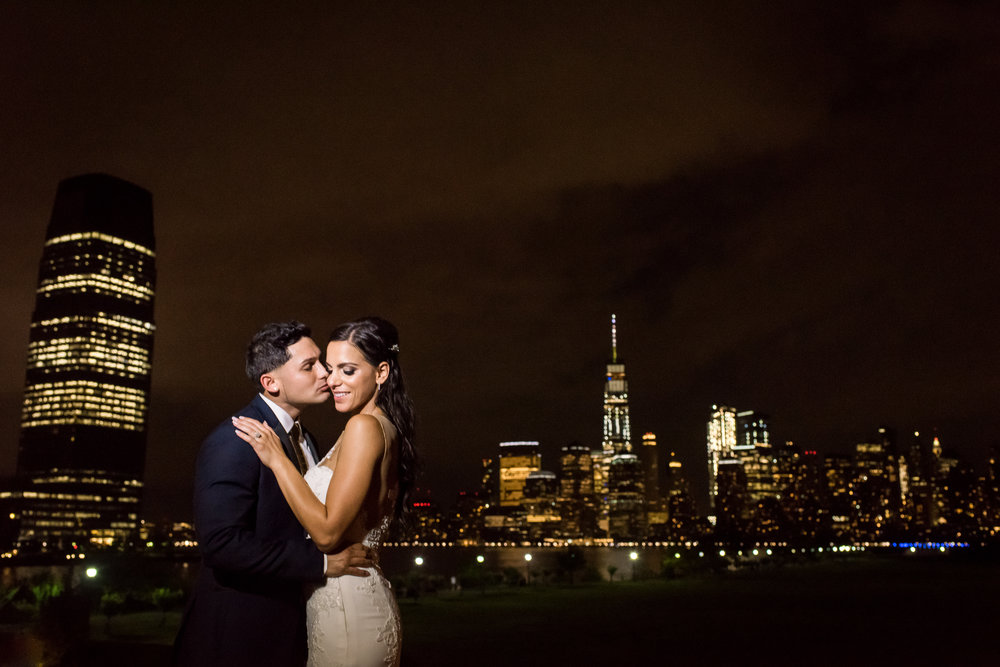 Stefy Hilmer Photography-bride and groom Manhattan skyline night portrait.jpg