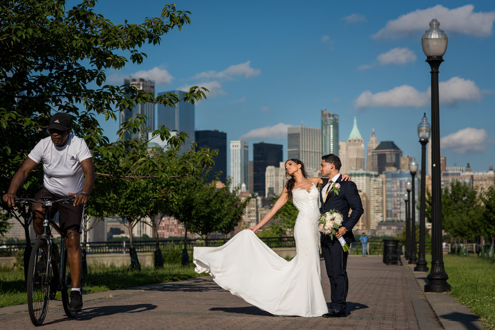 Stefy Hilmer Photography-bride and groom portrait in front of the Manhattan skyline.jpg