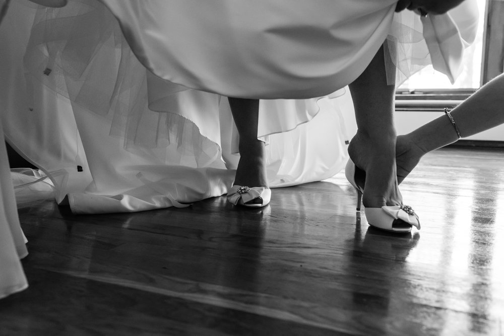 Stefy Hilmer Photography-bride getting dressed.jpg