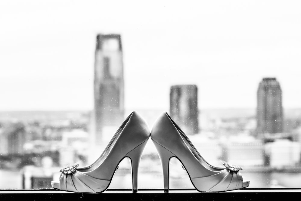 Stefy Hilmer Photography - wedding shoes with the manhattan skyline in teh background.jpg