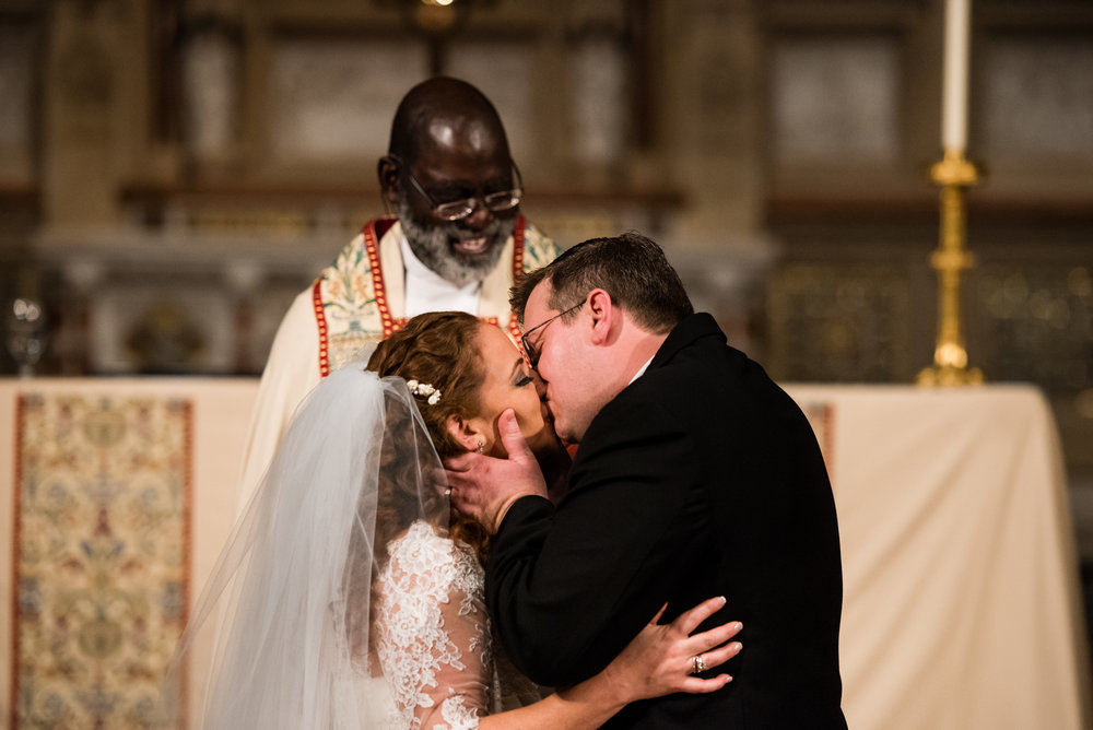 Stefy Hilmer Photography-first kiss after they said i do.jpg