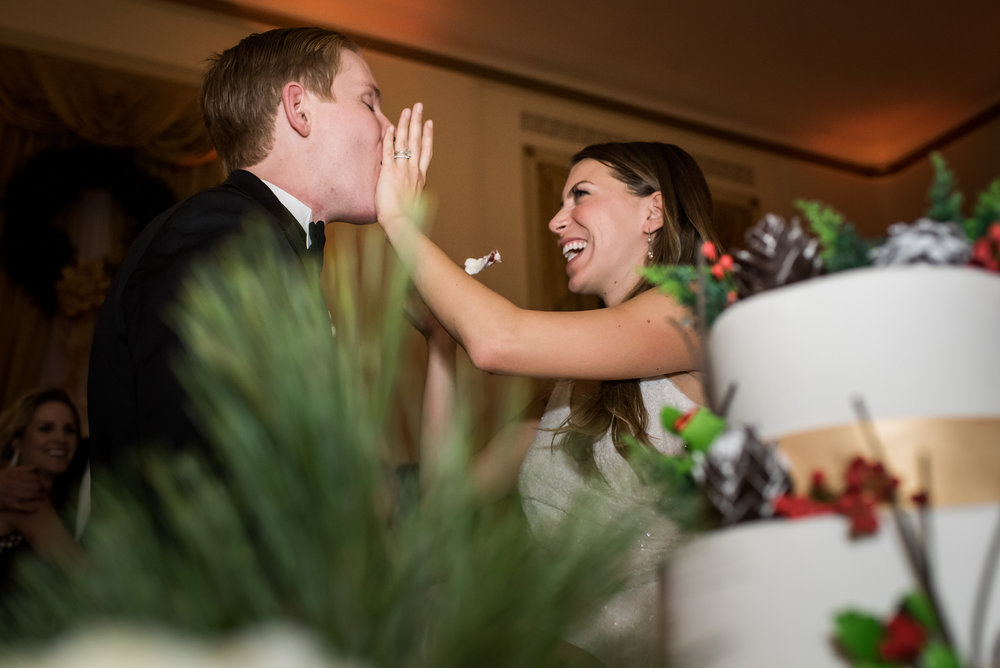 Stefy Hilmer Photography-bride and groom cutting the cake.jpg