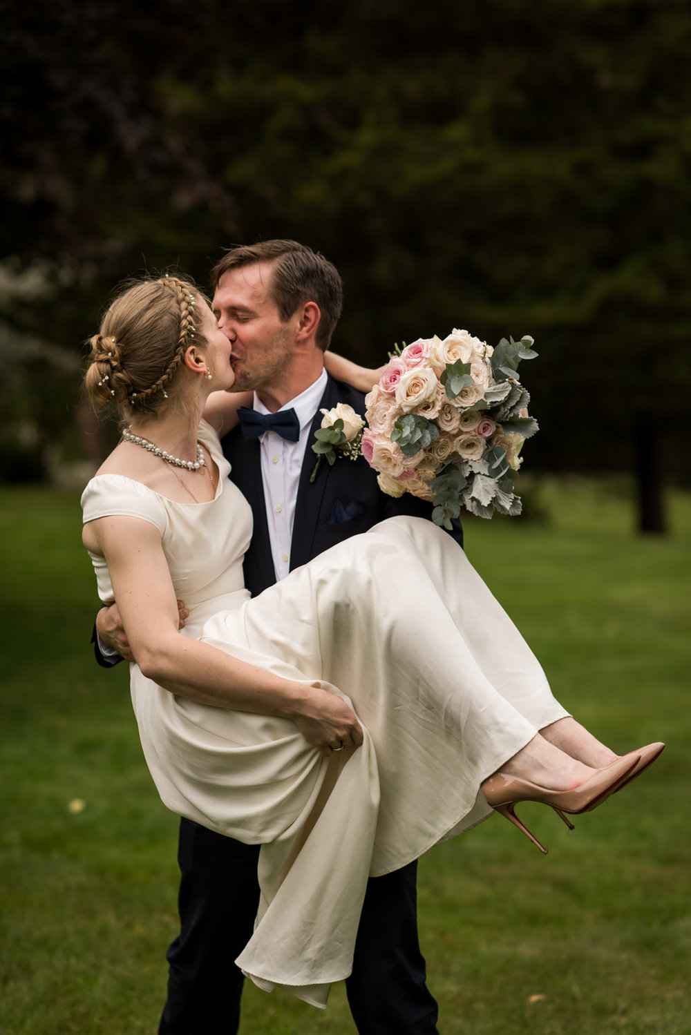 Stefy Hilmer Photography-bride and groom kissingn wedding portrait.jpg