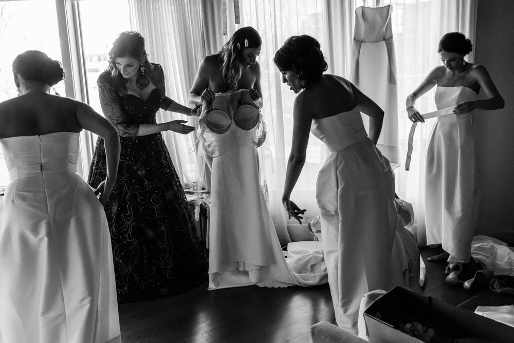 Stefy Hilmer Photography-bride and bridal party is getting dressed.jpg