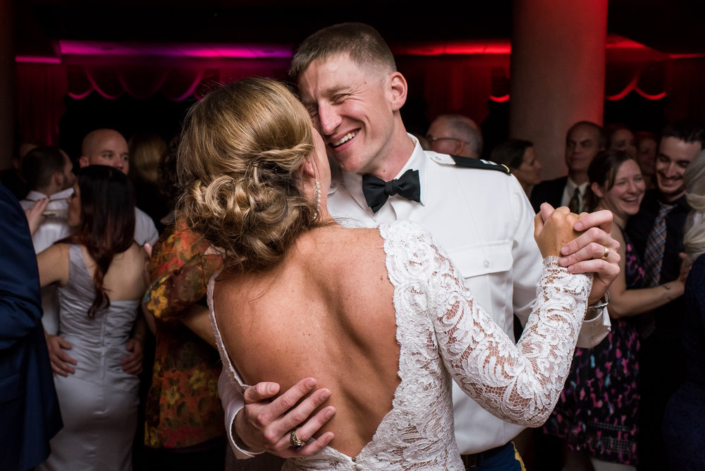 Stefy Hilmer Photography-bride and groom last dance of the night.jpg