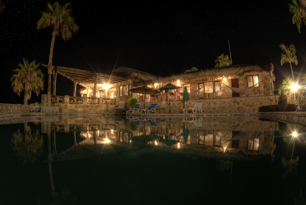 Rancho_15_PoolAndBar.jpg