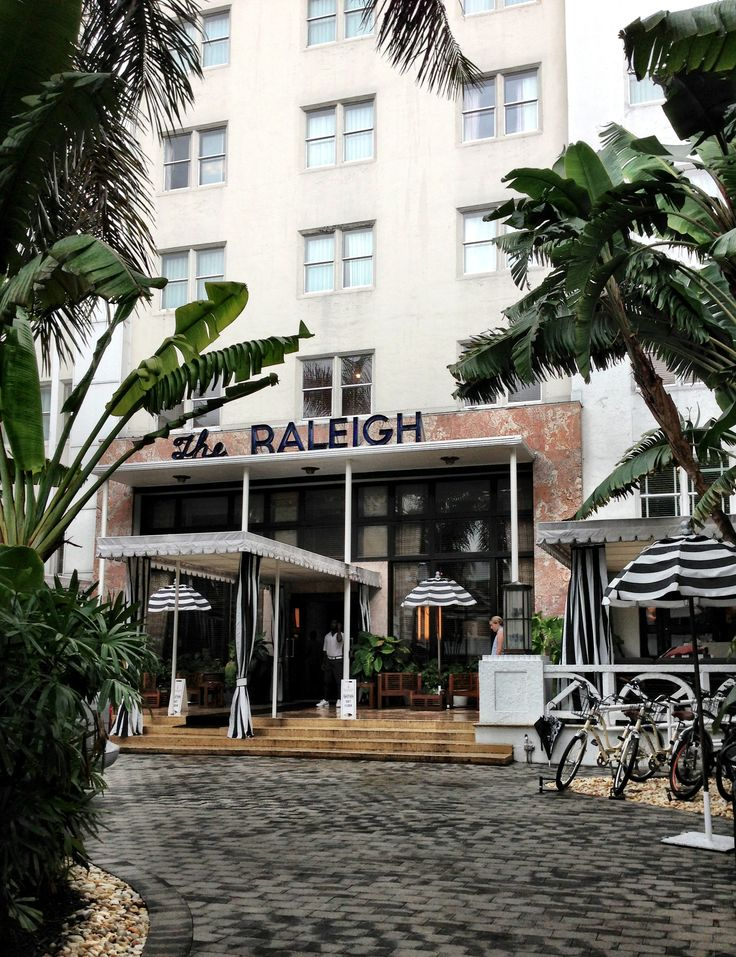 getaway to miami the raleigh hotel the decorista. Black Bedroom Furniture Sets. Home Design Ideas
