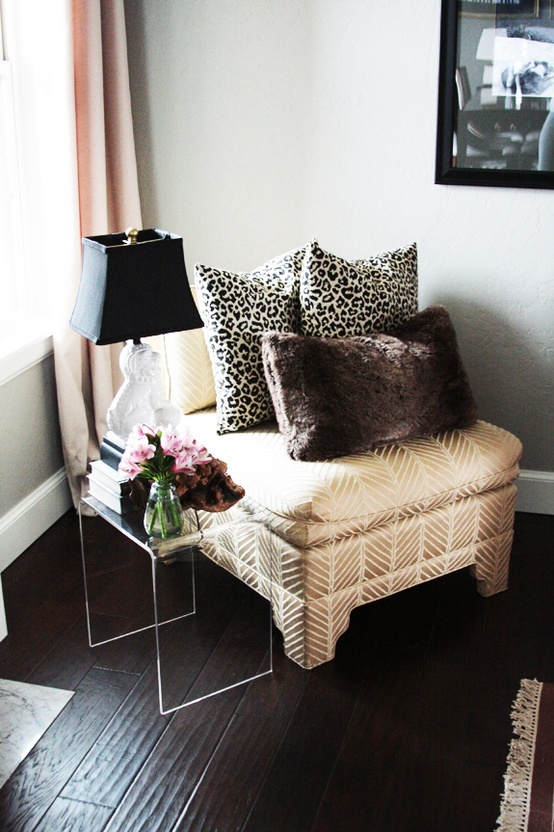reading nook glam