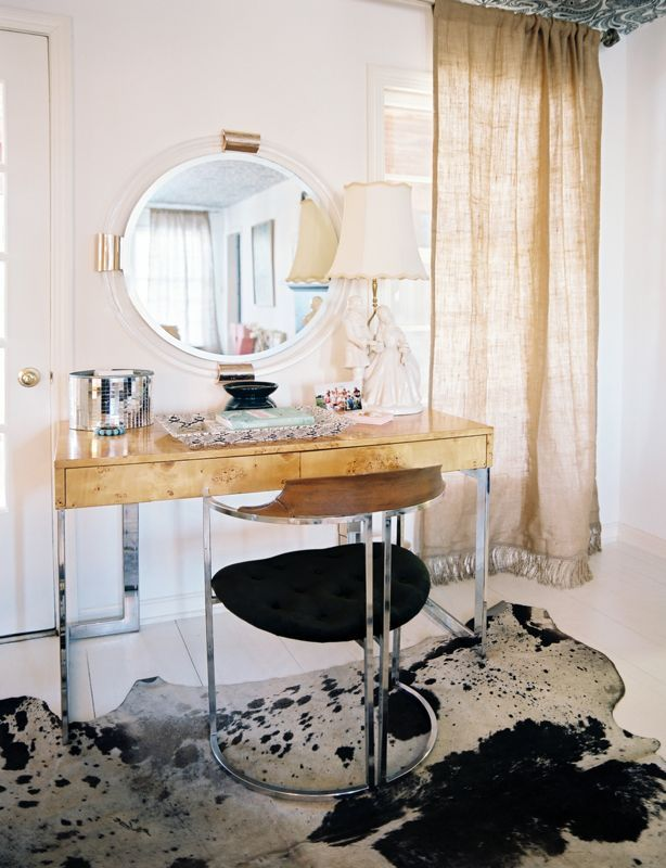 6 essentials for the perfect vanity area — The Decorista
