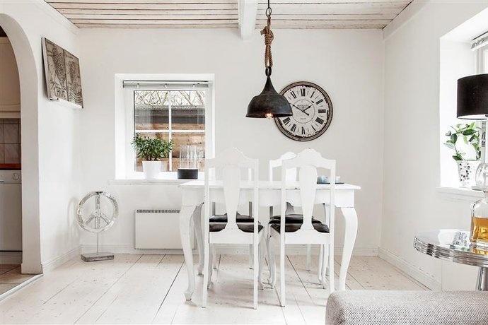 Taklampa taklampa vardagsrum : How to work with white walls — The Decorista