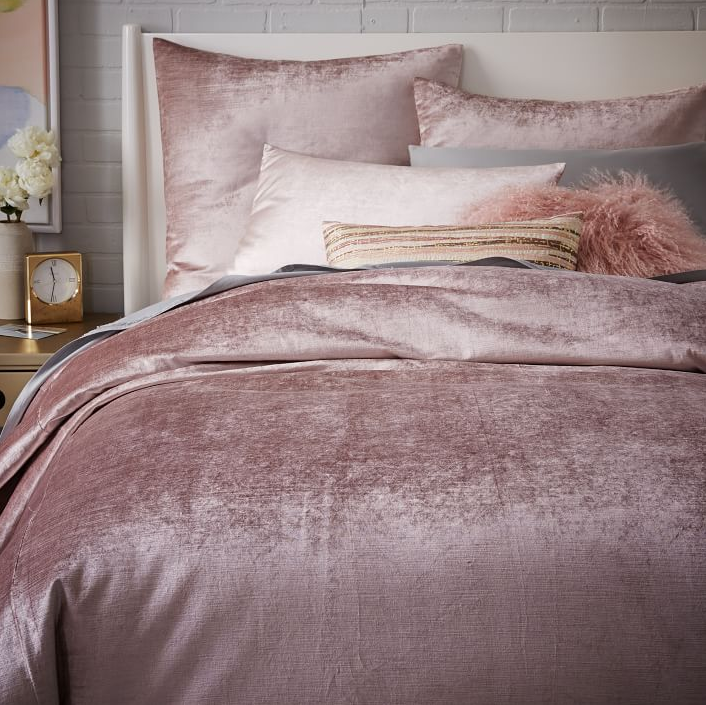 Iu0027ve Been Obsessed With This Blush Velvet Bedding From West Elm. Isnu0027t It  Fabulous? I Am Thinking I Have To Have It. It Will Look So Pretty Against  My Deep ...