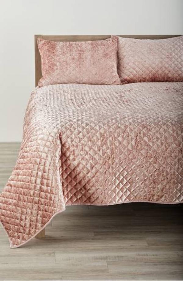 crushed velvet quilt in blush