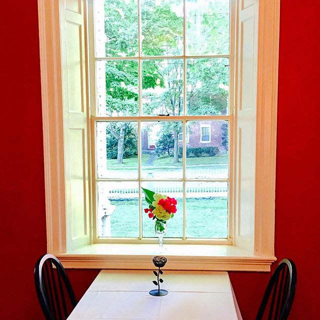 Come sit by the window in the morning with waffles awaiting; hear summer calling your name for a breezy lake stroll. Visit us in July and August for the best of the Upper Valley. Book today! . . . #vermont #visitvermont #snapdragoninn #breakfast #waffles #freshfruit #farmfresh #uppervalley #nature #explore  #lakes #mountains #hikingtrails #mtascutney #bestoftheday