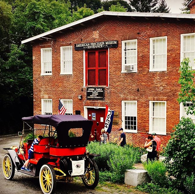Perfect summer days and oh so much to do!  This shot is a re-post because the American Precision Museum is well worth the visit.  Book a getaway today and stay with us 👌 . . . #american #americanstyle #Americana #museum #history #vermont #visitvermont #uppervalley #snapdragoninn #tripadvisor #escape #travel