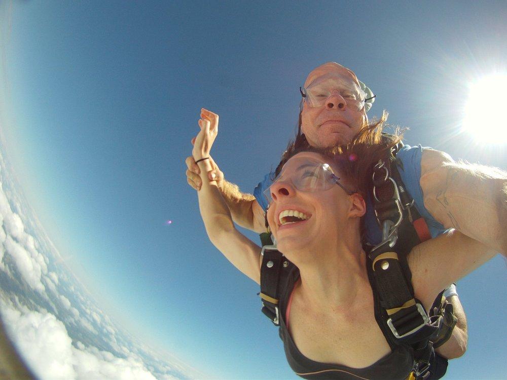 Elenore skydiving