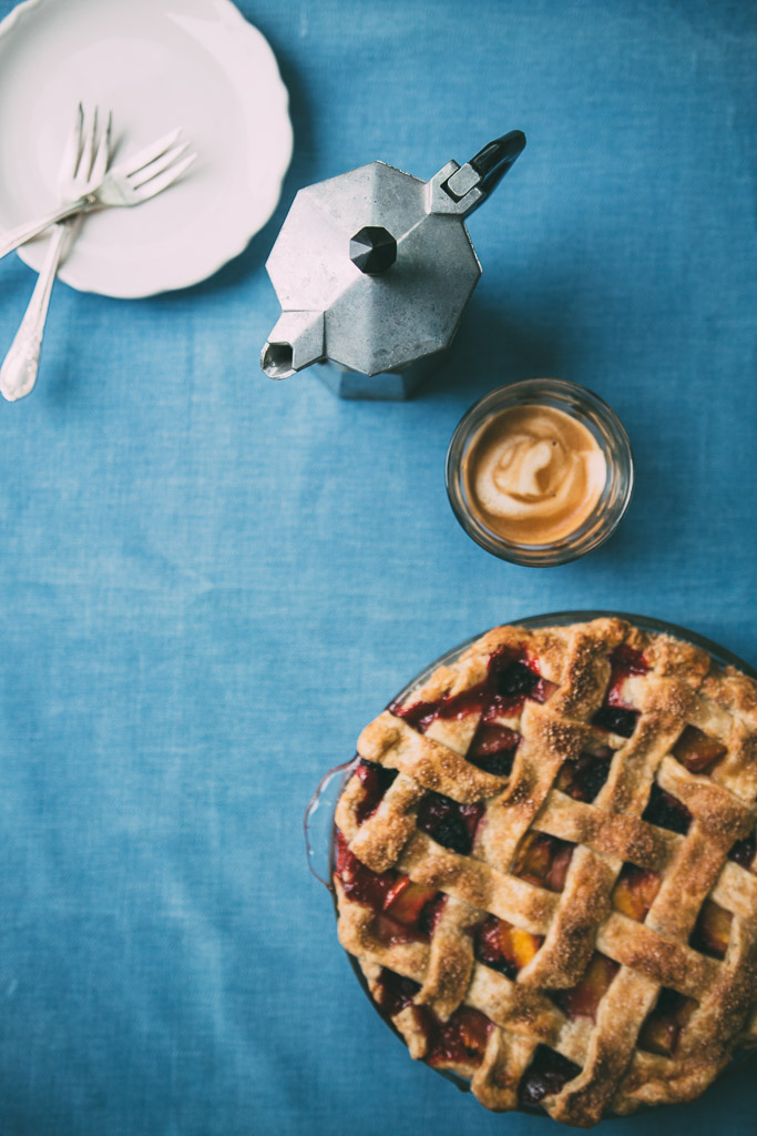 peach-blackberry pie // millys-kitchen.com