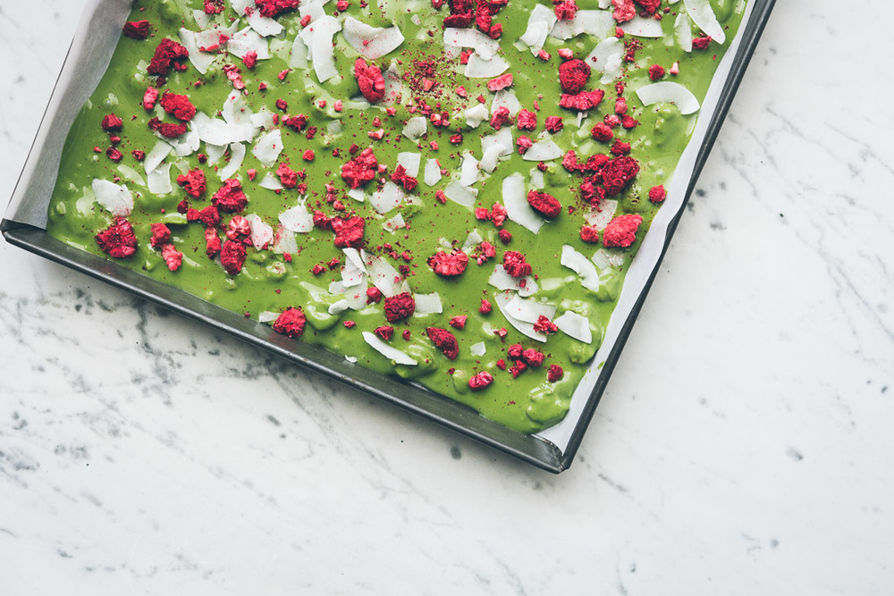 matcha white chocolate bark // millys-kitchen.com
