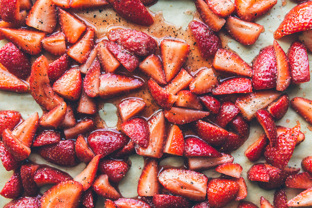 butter cake with black pepper strawberry compote on millys-kitchen.com