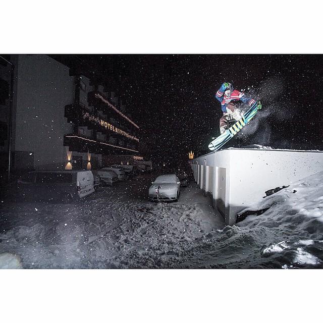 Team rider Jonas Neulinger with a little urban riding in a not so urban  village! #hipsnowboarding #kuhtai #austria #snowboarding