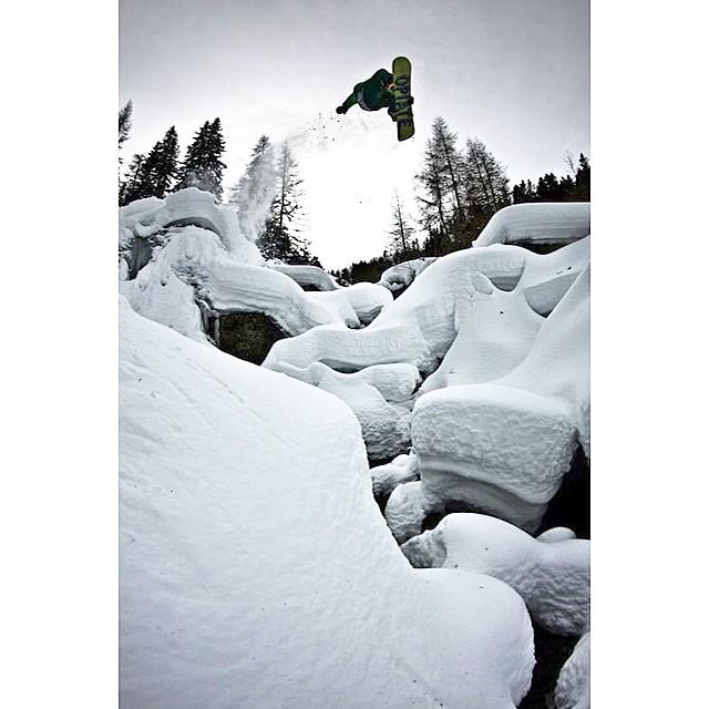 Team rider Jonas Neulinger sends it! #hipsnowboarding #sendit #snowboarding