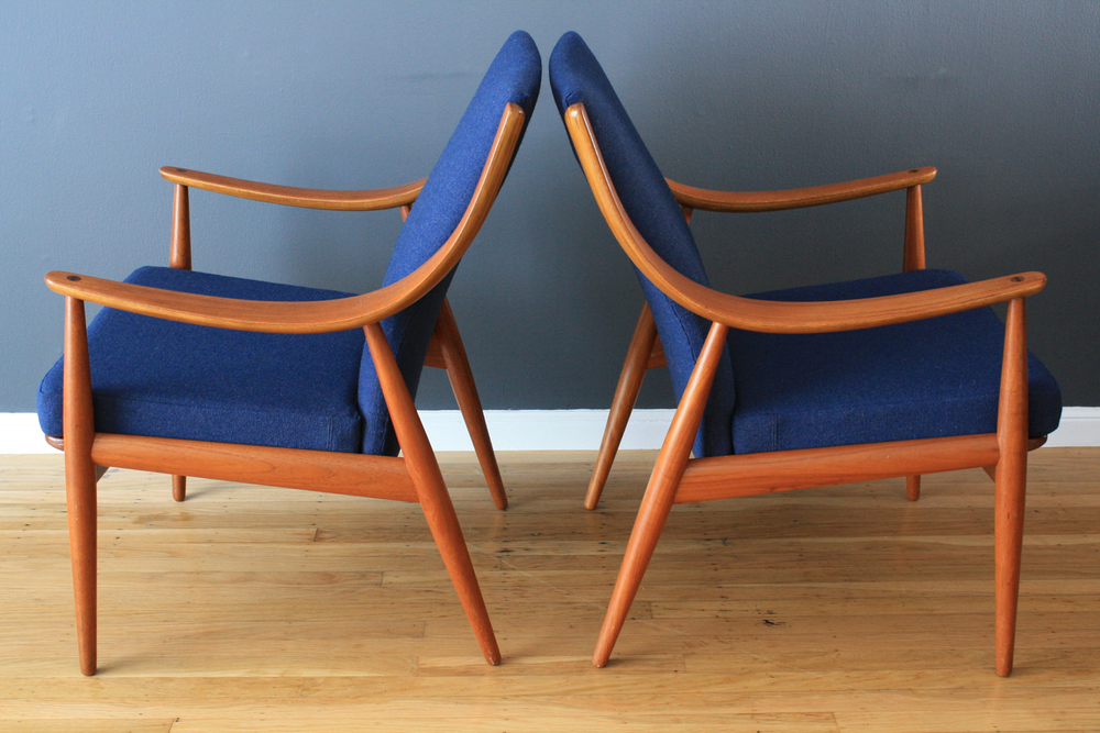 Copy of Pair of Danish Modern Lounge Chairs by Peter Hvidt