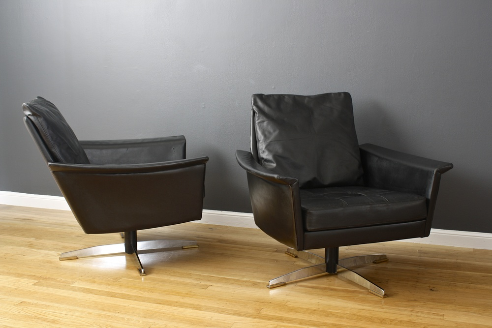 Pair of Mid-Century Modern Black Leather Swivel Lounge Chairs
