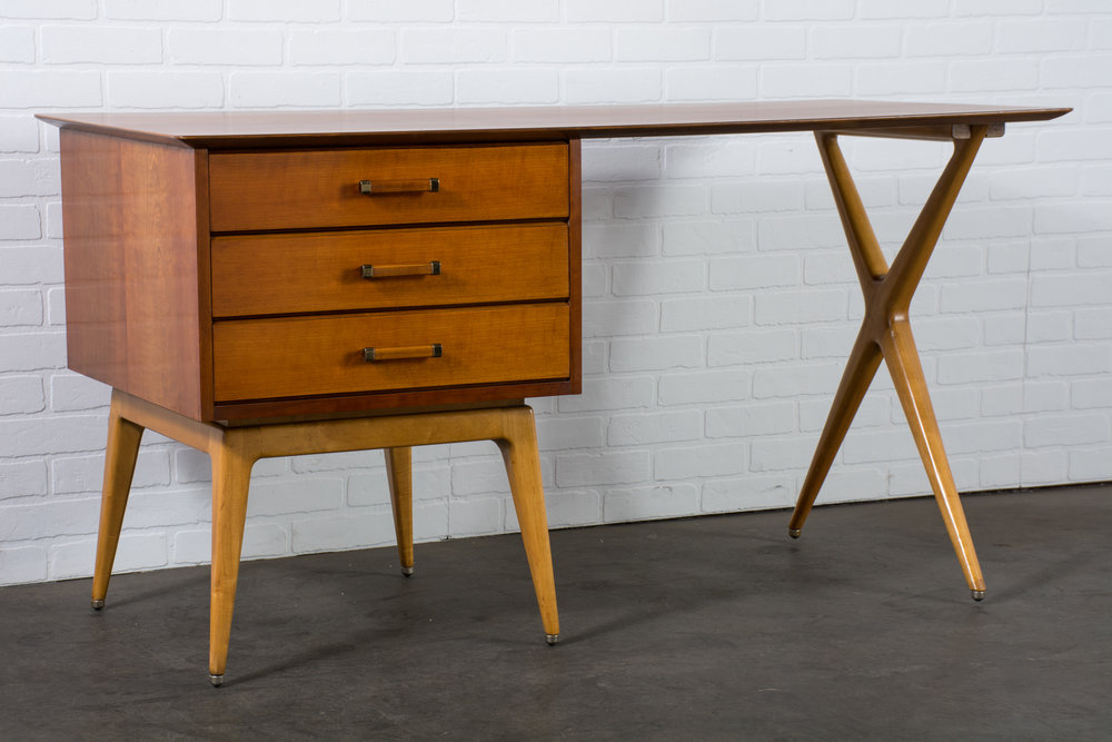 Copy of Renzo Rutilli Partners Desk