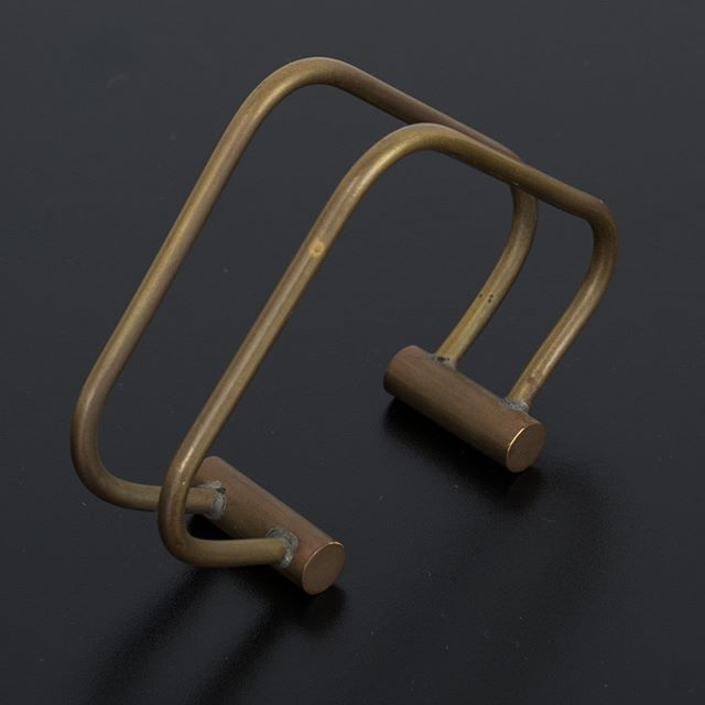 A Mid-Century Modern brass letter holder for the MCM lover who likes to keep things organized. . . . . . #midcenturymodernhomedecor #mcm #midcenturyoffice #letterholder #vintagedeskaccessories #brasshomedecor #brassdeskaccessories