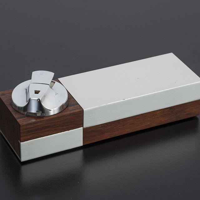 """Mid-Century Modern Ronson """"Varaflame"""" cigarette case with lighter for the 1950s-1960s desk vibe. . . . . #midcenturymoderndesk #1950sdesk 1960sdesk #madmenaccessories #mcmdeskaccessories #midcenturymodernoffice #vintagelighter #ronsonlighter #varaflamelighter"""