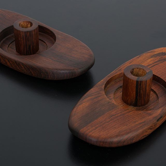 A pair of Danish Modern solid rosewood candle holders. Candles included. . . . . . #mcmcandleholders #midcenturymoderncandleholder #rosewoodcandleholder #danishmoderncandleholder #rosewoodcandleholder #midcenturymodernhome #mcmhomeaccessories #midcenturymodern #danishmodern