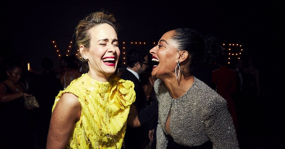 Sarah Paulson and Tracee Ellis-Ross laugh at how long this blog is at the Vanity Fair Post-Oscars Party (Image via Vanity Fair)