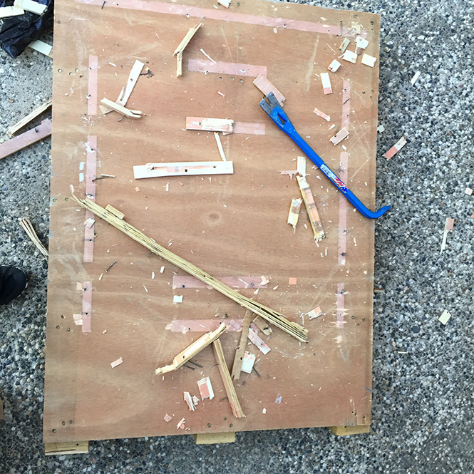 The crowbar makes it easy to remove unwanted pieces and nails from the pallets.