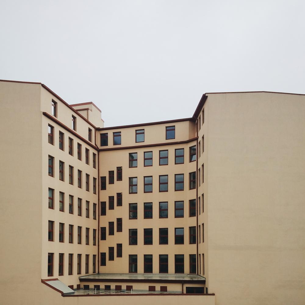Παράθυρα με (ή χωρίς) θέα / Windows with (or without) a view.