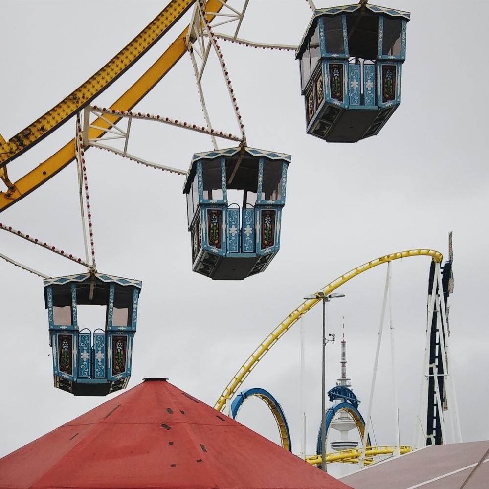 Στο λούνα παρκ DOM / At the DOM funfair.