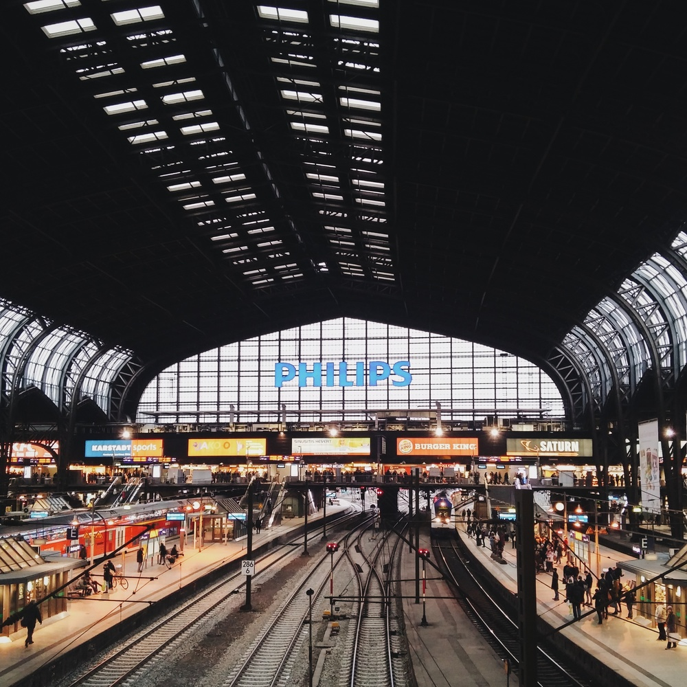 Ο σιδηροδρομικός σταθμός / Hamburg Railway station.