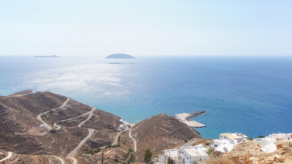 Η θέα απ' την κορυφή της Ανάφης