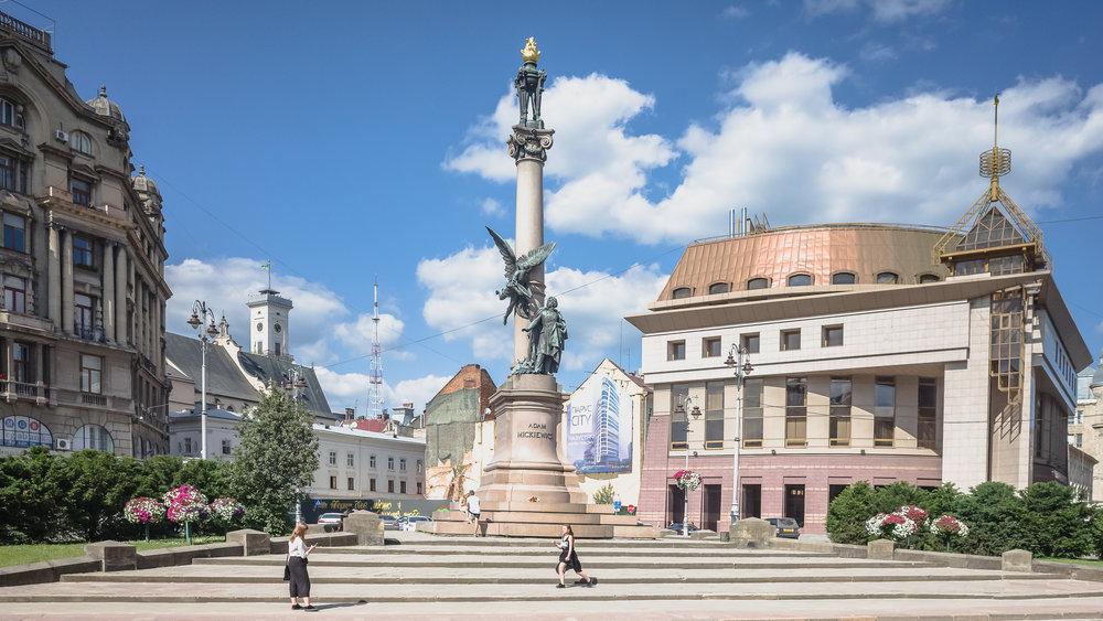 Το άγαλμα του Άνταμ Μίτσκιεβιτς, εθνικού ποιητή της Πολωνίας